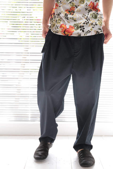【ラスト1点】RELAXED PLEATED TROUSER W BELT(MIDNIGHT)