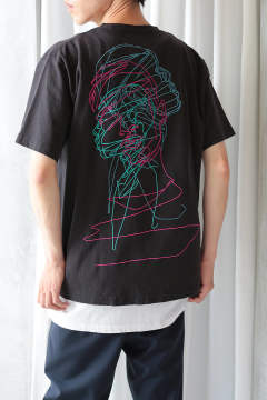 BACK EMB.T-SHIRT(BLACK×MULTI)