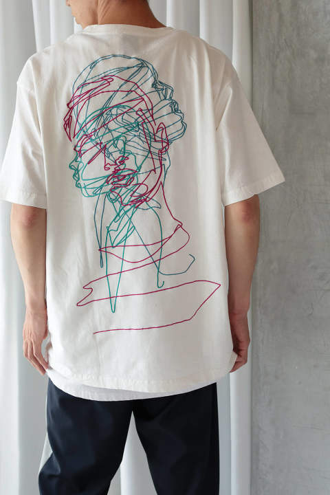 BACK EMB.T-SHIRT(WHITE×MULTI)