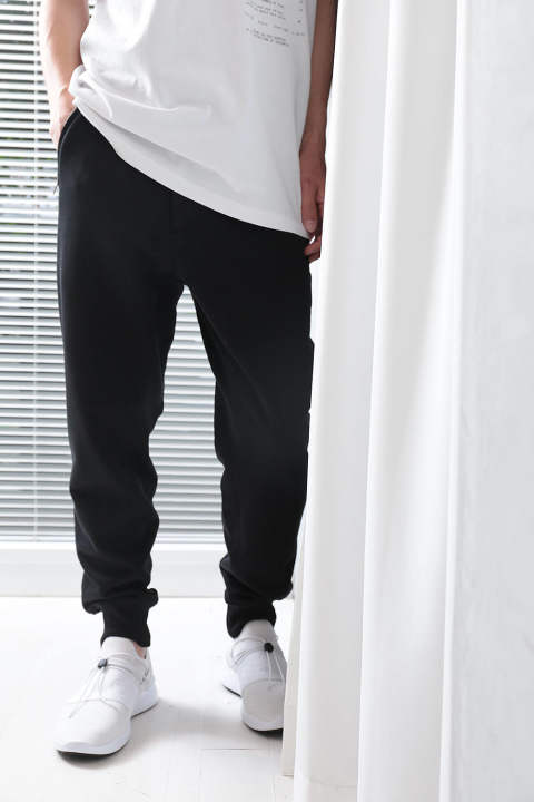 【ラスト1点】CLASSIC TAPERED SWEATPANT(BLACK)