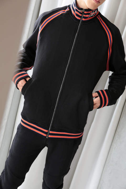 【ラスト1点】TOP TRACKSUIT WITH A STRIPE INSERTS(BLACK)