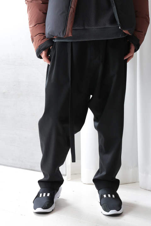 【ラスト1点】TAPERED SARROUEL TROUSER(BLACK)