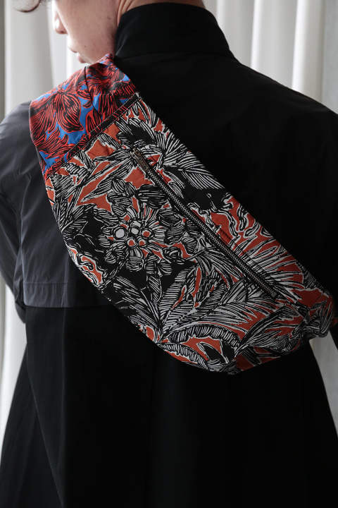 FLORAL SLEEVE BUM BAG(BLACK-BLUE)