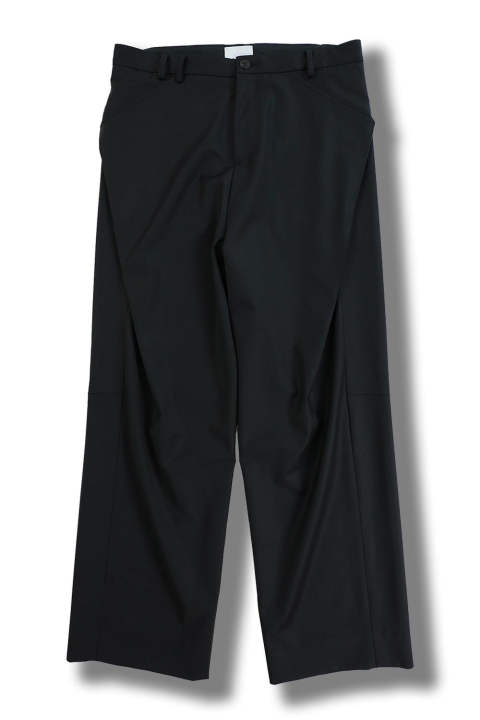 WIDE TUCK TAPERED PANTS(BLACK)