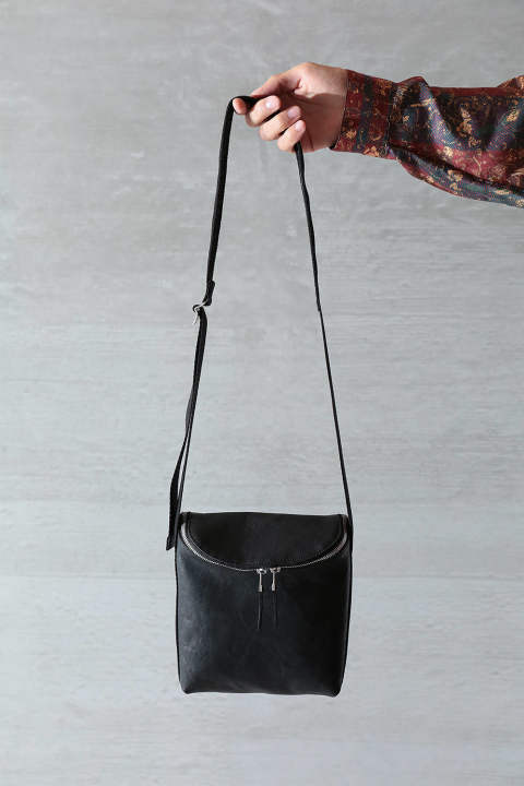 【SENTI】ROUND ZIP SHOULDER BAG(BLACK)