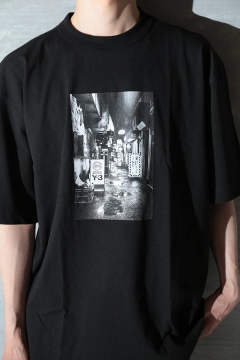 M ALLEWAY GRAPHIC SS TEE(BLACK)